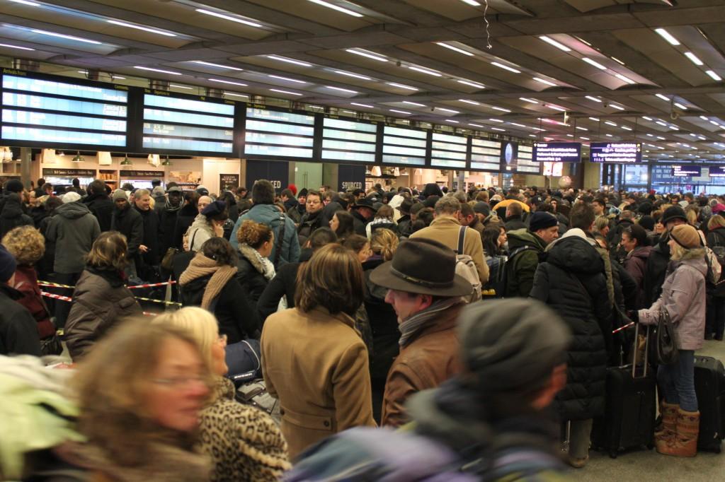 La queue dans la gare de St Pancrace à Londres le 20 décembre 2010